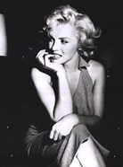 Marilyn Monroe - sitting