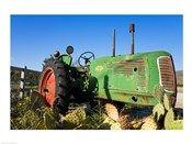 Abandoned tractor in a field, Temecula, Wine Country, California, USA